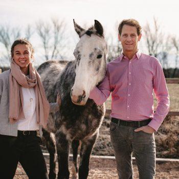 Catharina und Helwig Falch mit Pferd Danish King
